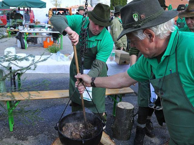 Tekmovanje v kuhanju lovskega golaža in ribje čorbe